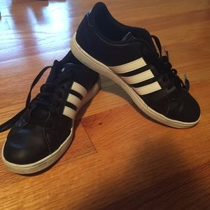 Women's Adidas Sneakers. Classic Black. Size 7.5